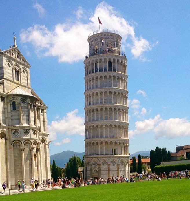la torre non pendente di pisa